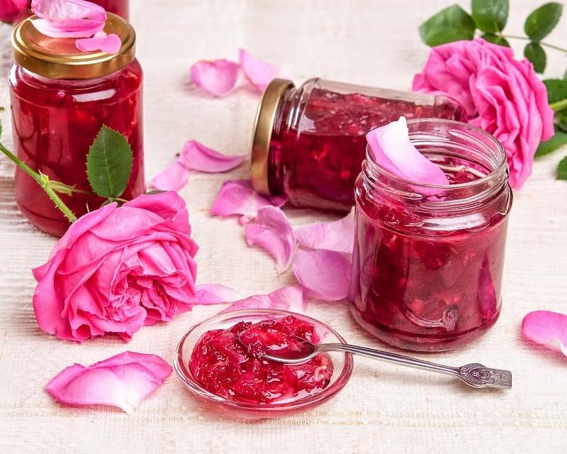 Цветочное варенье не только очень полезно для здоровья, но и вкусно