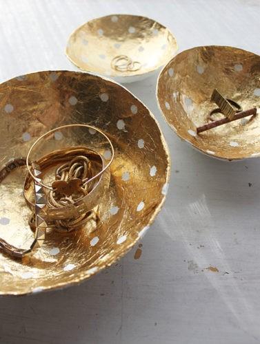 Золотое блюдце из папье-маше