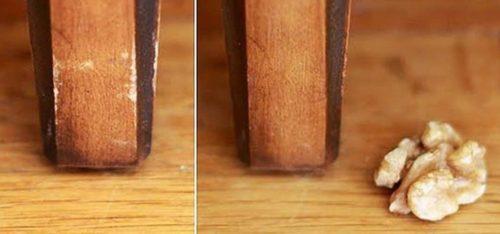 Небольшие вмятины и царапины на деревянной мебели можно удалить, протерев ее грецким орехом