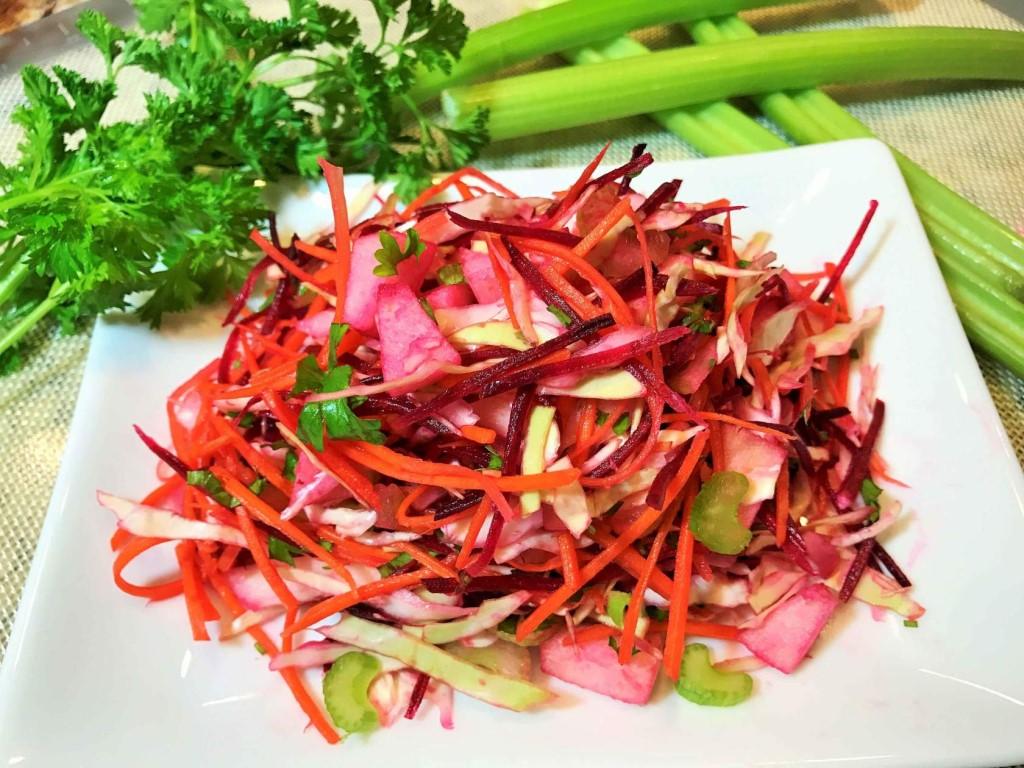 Как приготовить салат Щетка: выметаем лишние кгиочищаем организм