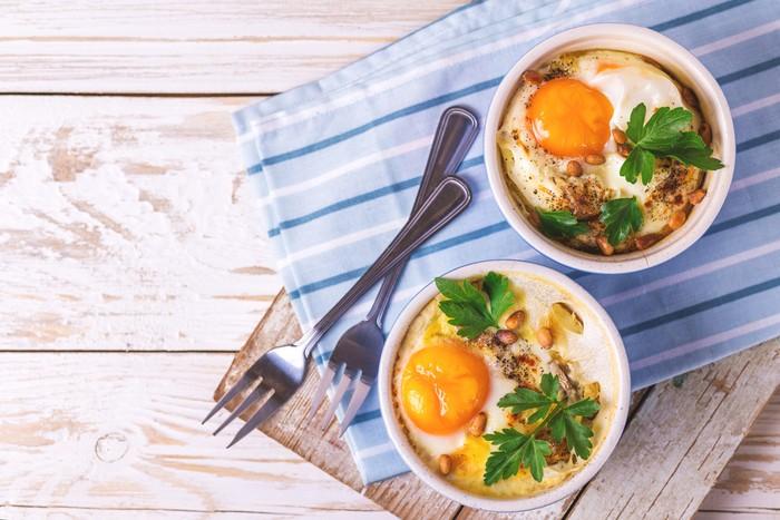 Яйца кокот в кокотнице