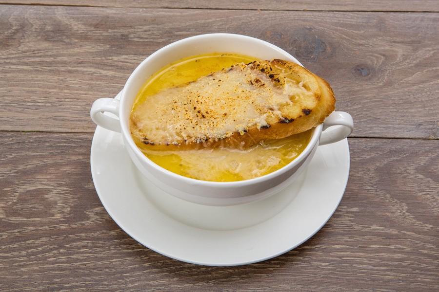Луковый суп в кокотнице