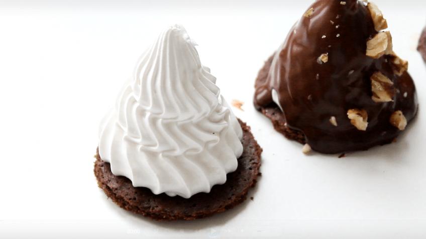 Меренга на шоколадном печенье