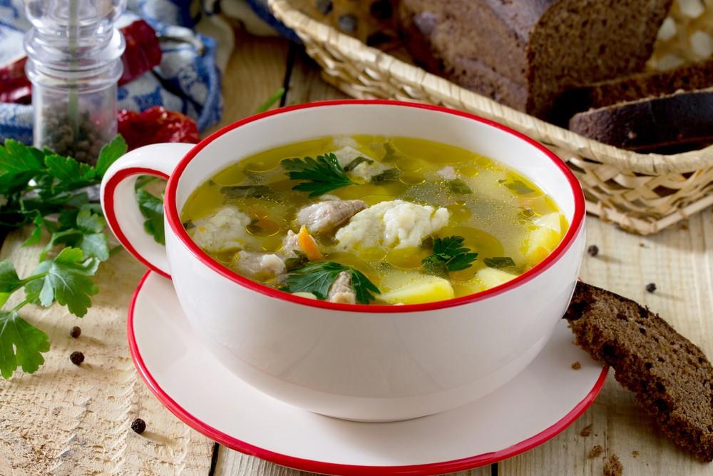 Суп куриный с вермишелью и клецками