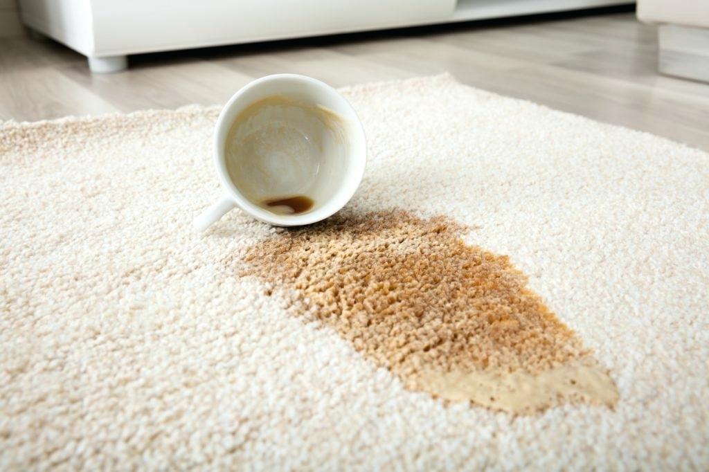 Как вывести кофейное пятно сразных поверхностей