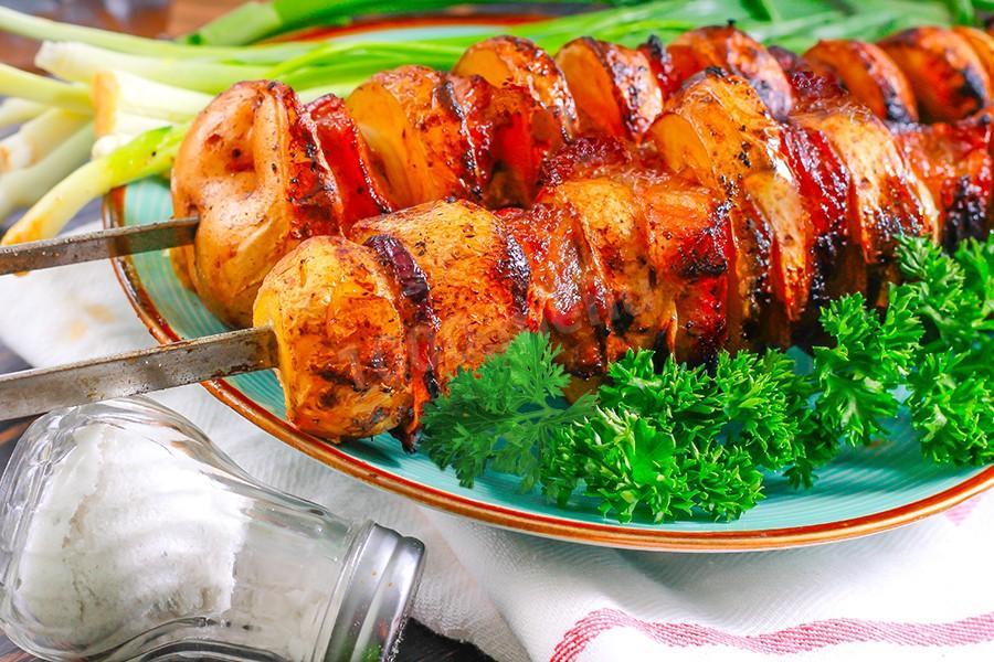 Шашлычок из картошки и колбаски