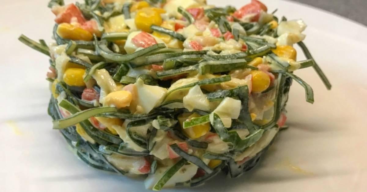 Салат из крабовых палочек с кальмарами