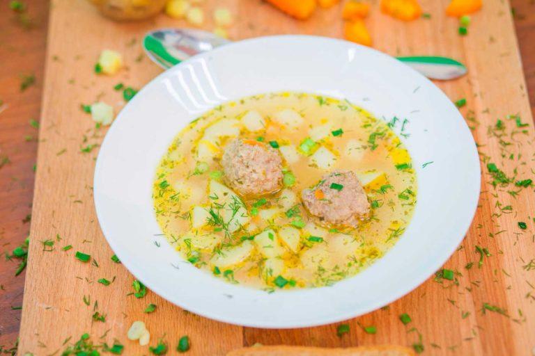 Суп из мяса птицы с фрикадельками
