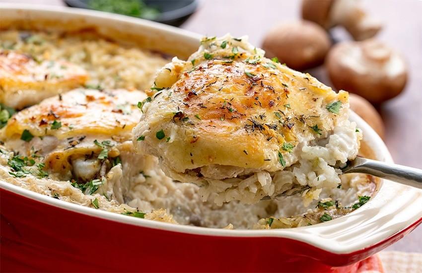 Курица с рисом под сырной корочкой в духовке