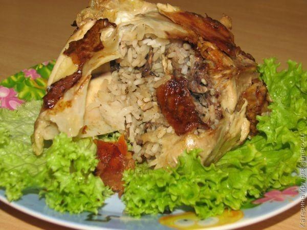 Фаршированная курица с рисом и грибами