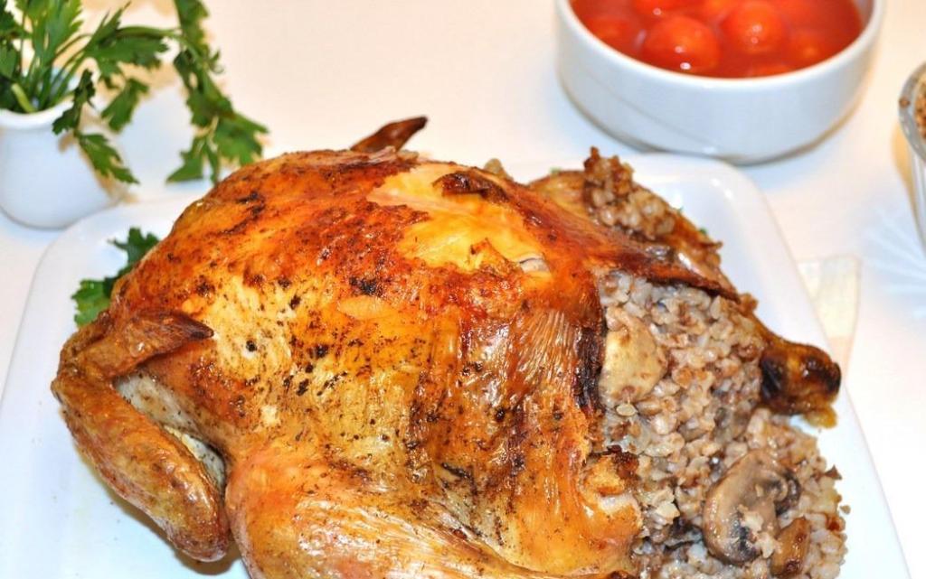 Фаршированная курица с гречкой и грибами