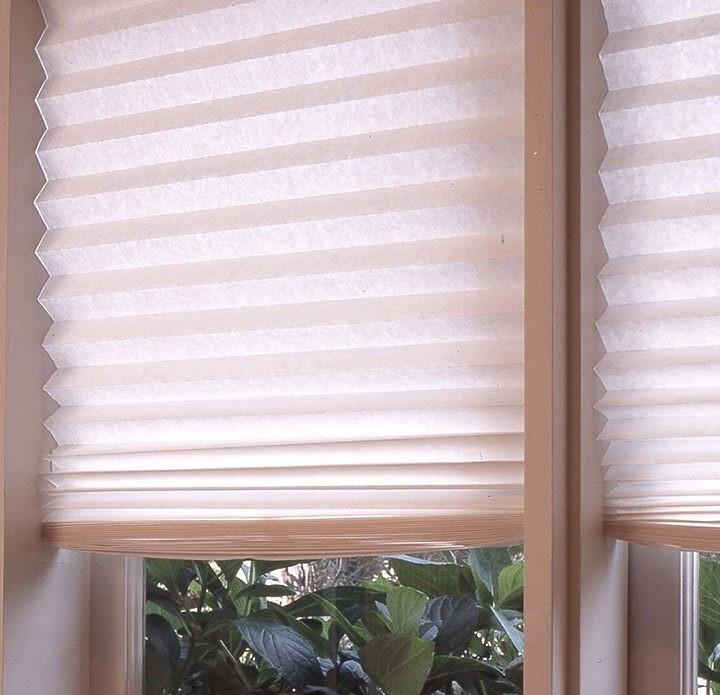 Как в домашних условиях создать горизонтальные жалюзи из отреза обоев.