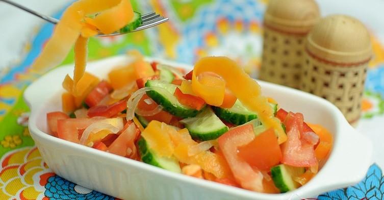 Овощной салат с маринованной морковью