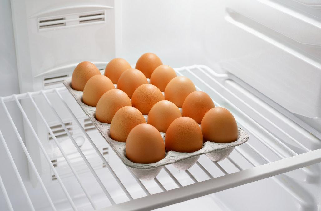 Как нужно хранить куриные яйца
