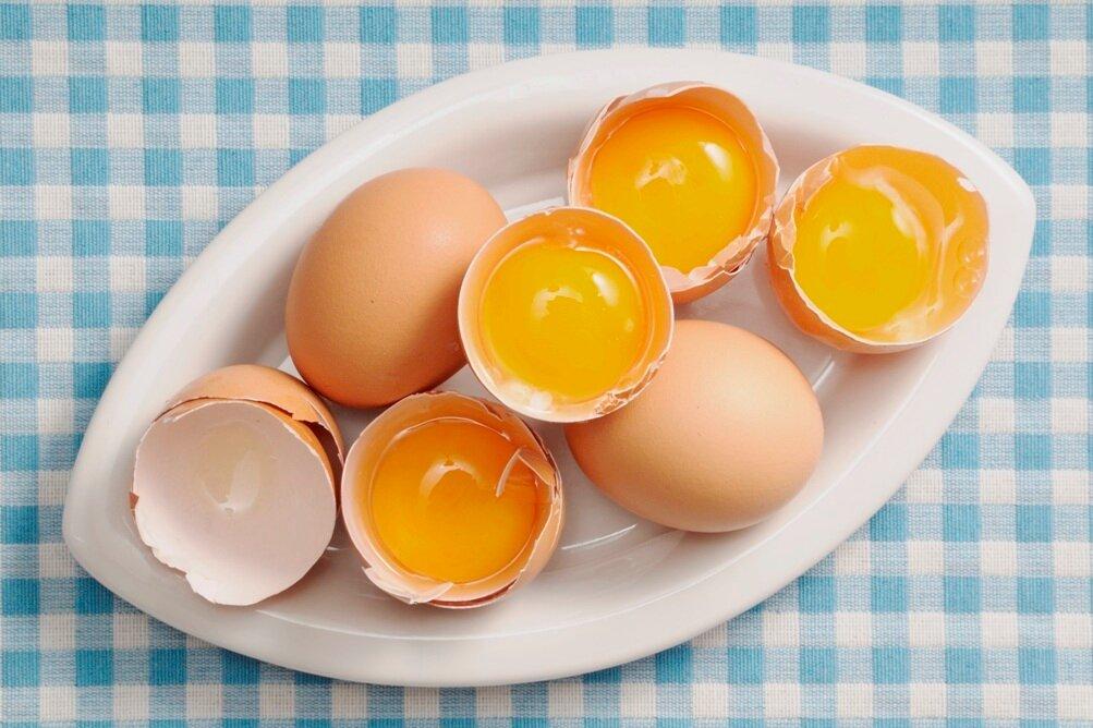 Польза и вред от употребления сырых куриных яиц