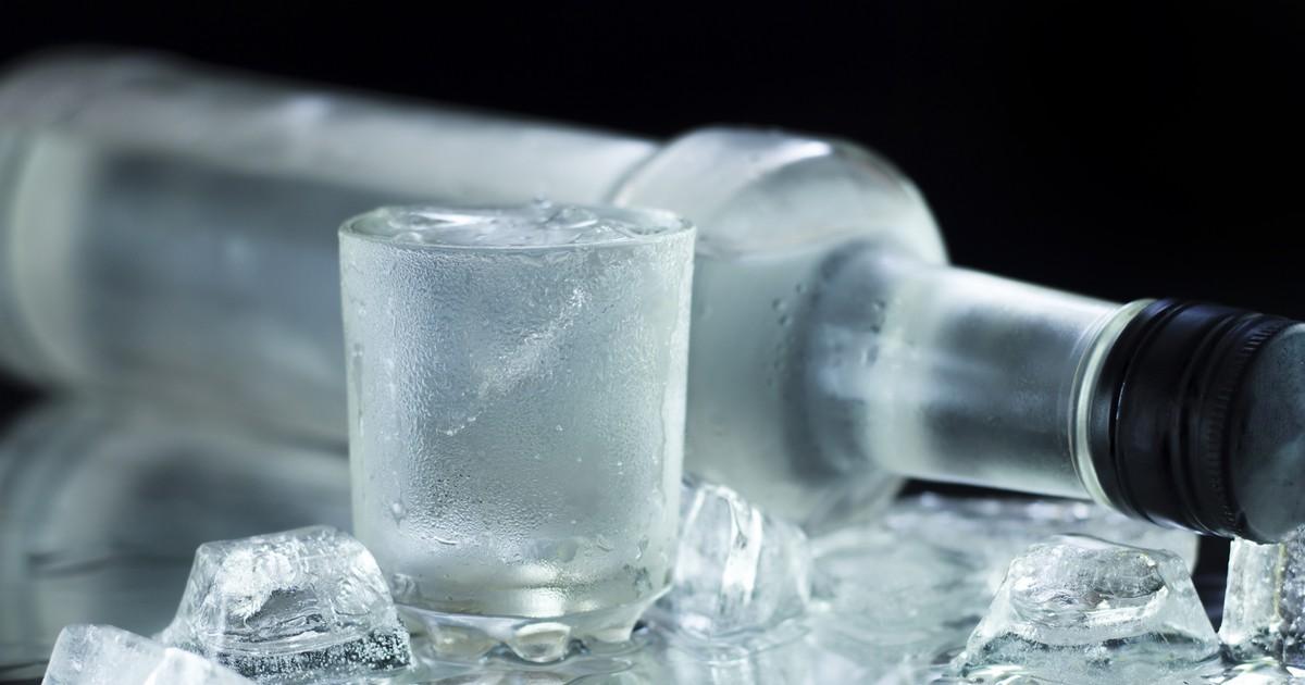 10 необычных и очень полезных способов использования водки в быту