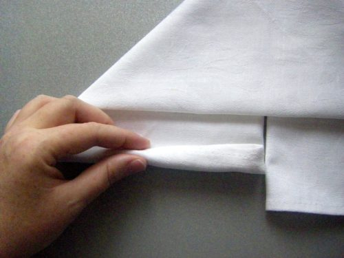 Как сложить салфетку в виде китайских палочек