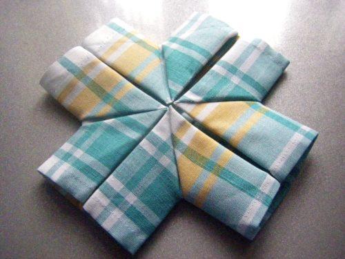 Как сложить салфетку в виде южного креста