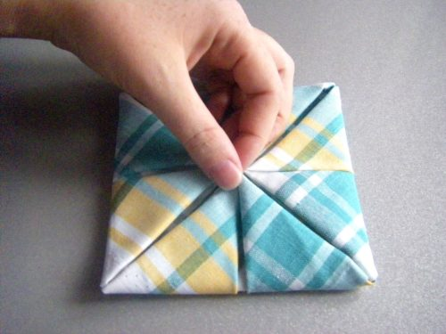 Как сложить салфетку в виде царской булочки
