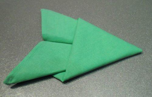 Как сложить салфетку в виде рыбки