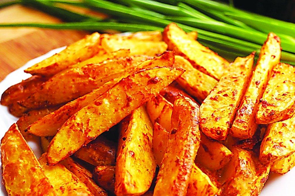 Приготовь хрустящий картофель фри без масла. Вкусно и полезно.