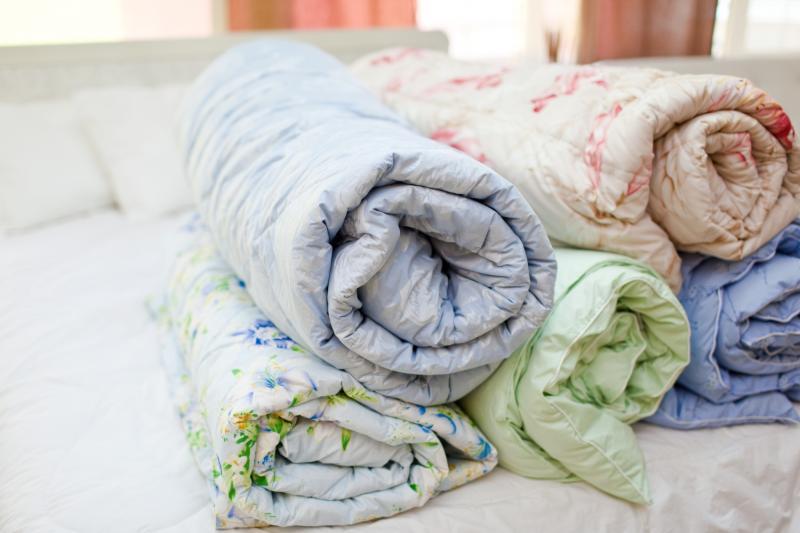 Синтепоновое одеяло: свойства, температура стирки в машине, отжим