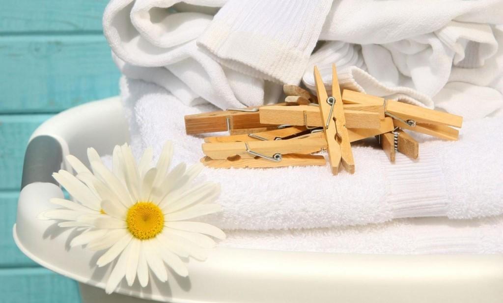 Как отстирать белые вещи, убрать желтизну и серость