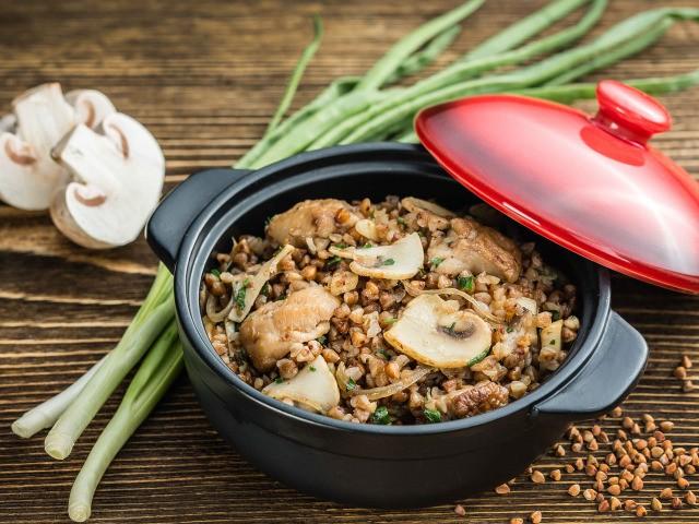 Диетическая гречка с грибами и луком