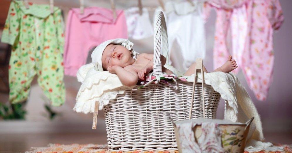 Чем лучше стирать детские вещи для новорожденных