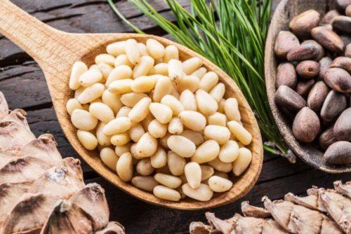 Кедровые орехи — полезные свойства и противопоказания