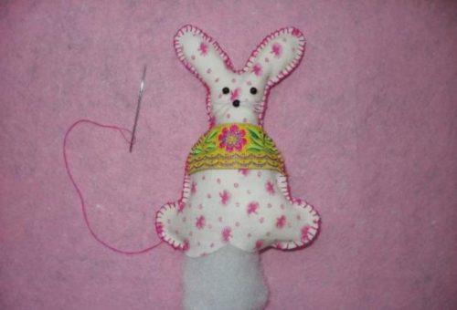 Пасхальный кролик из материи