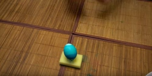 Как красить яйца на пасху с переходом цвета