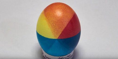 Как превратить пасхальные яйца в многоцветные