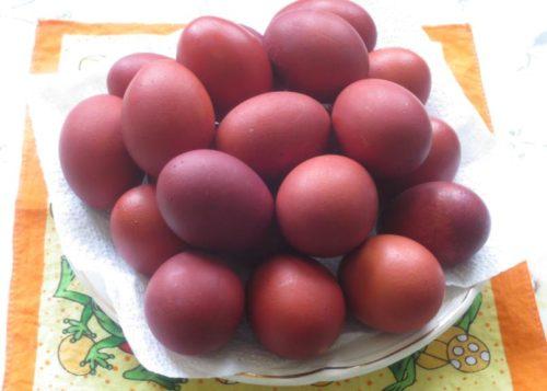 Как покрасить яйца свеклой