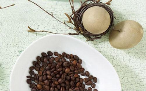 Как покрасит яйца кофем