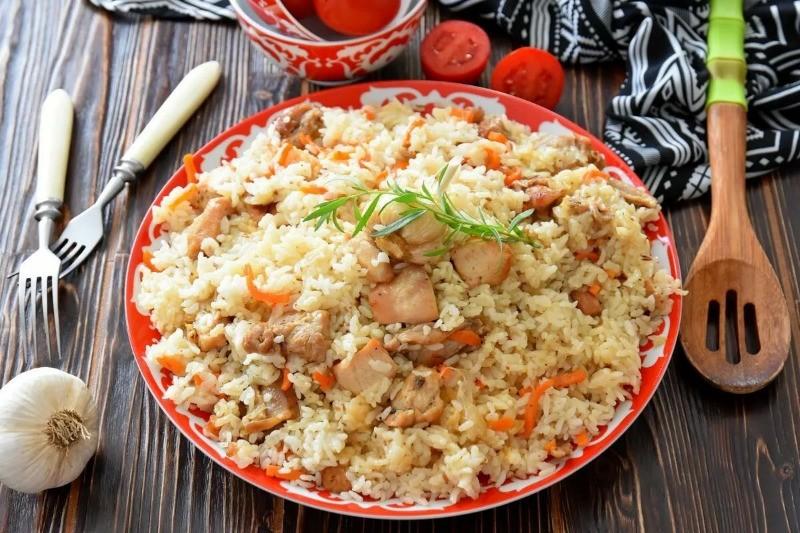 Плов из куриного филе и риса