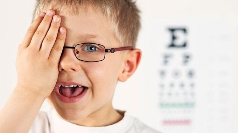 Как самостоятельно улучшить зрение