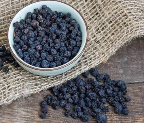 Сушеная черника — полезные свойства и применение