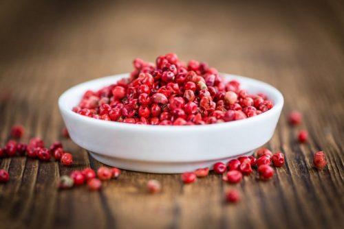 Розовый перец — полезные свойства и применение