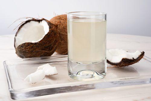 Кокосовая вода — полезные свойства и противопоказания